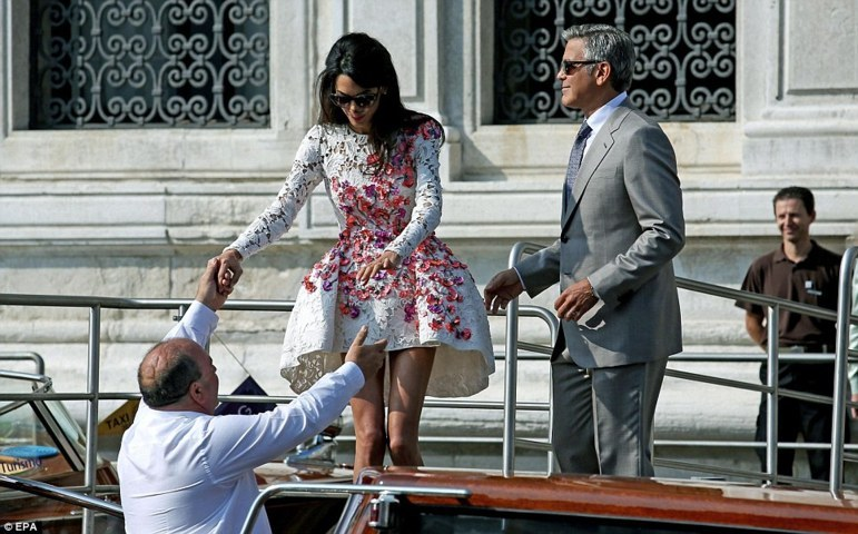 amal-alamuddin-post-wedding-outing-venice-04